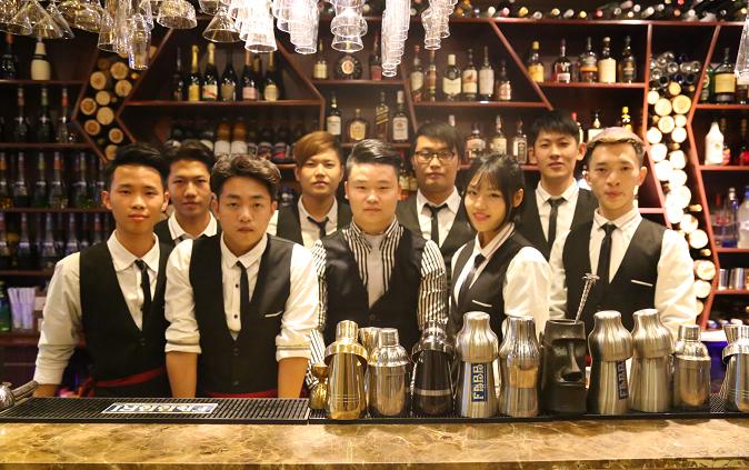 调酒师职业培训的巨大商