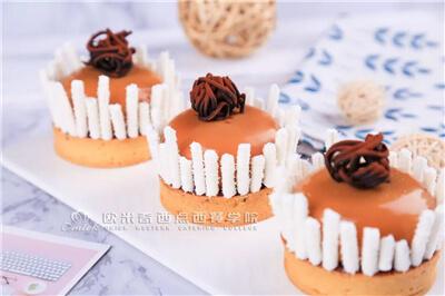 <b>美味+颜值=精致!不得不看:蛋糕装饰技法在此~</b>