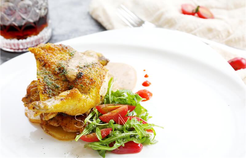 碳扒春鸡配香料土豆