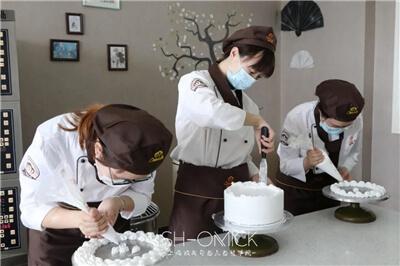 新生杨薇专访│比起在家做全职太太,我更愿意把时间用在学习烘焙上!