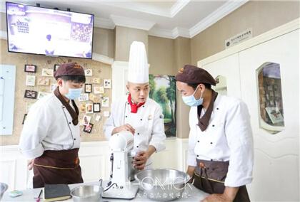 <b>小机构vs大品牌,烘焙学校怎么选?</b>